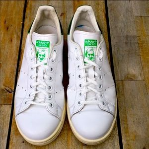 Stan Smith classic tennis shoe